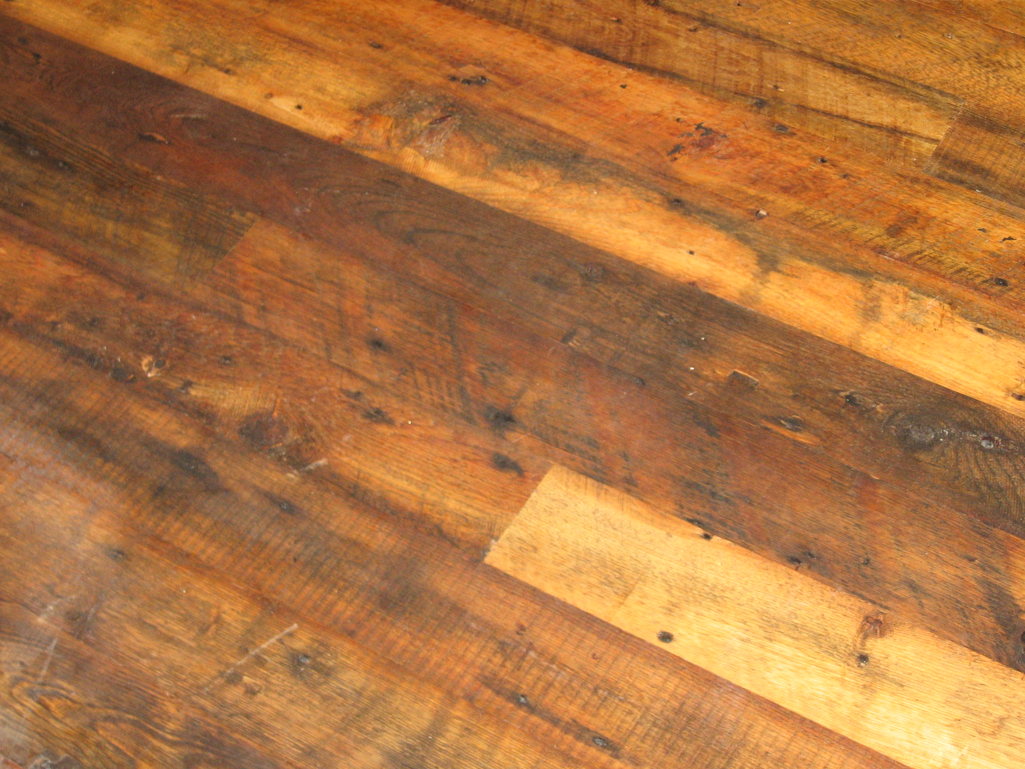 Hardwood floor patterns and reclaimed hardwoods for Reclaimed hardwood flooring